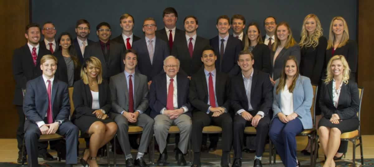 Buffett and Students Photo Credit Valerie Wham